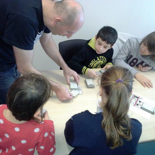 Atelier cartes cours de magie avec Majerik. Lyon